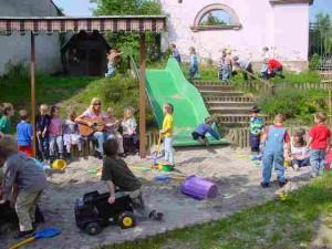 Spielplatz und Sandkasten, kath. Kindergarten St. Marien