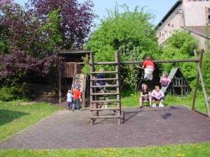 Klettergerüst und Schaukel, kath. Kindergarten St. Marien
